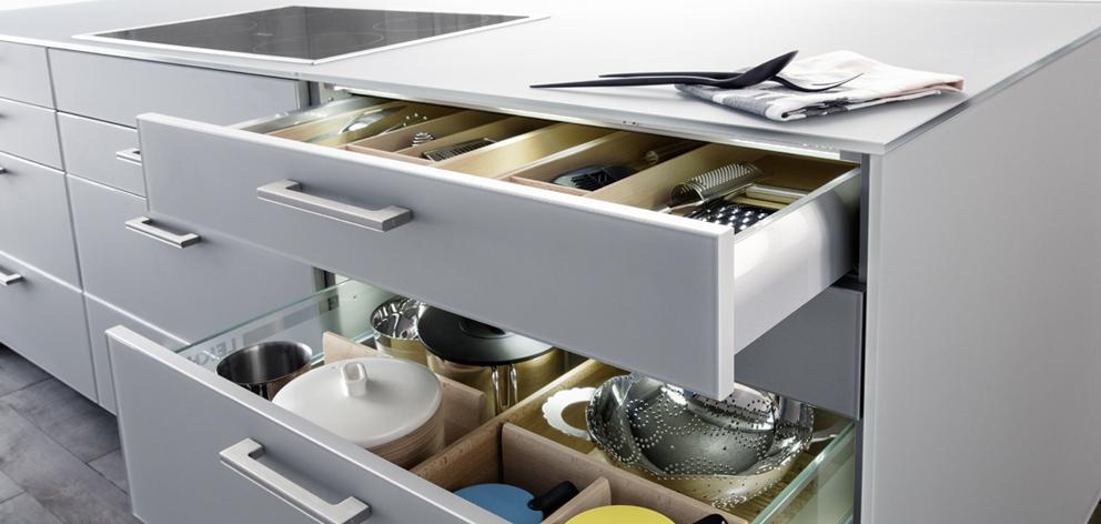 Leicht küchen glasfront  Puristische Ästhetik: Küche mit Echtglas-Front - Küchenkompass